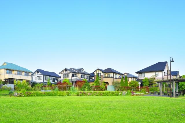 【共働きの選択】住宅ローンを組んで家を買うか、賃貸にするか、共働きの子育て世帯はどっちがよいか?